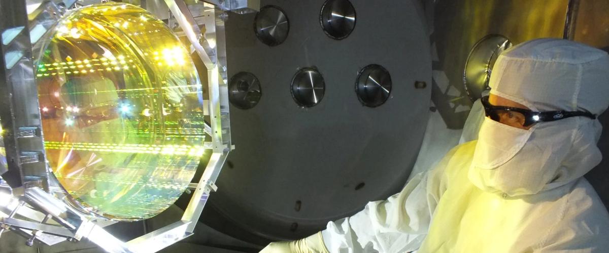 Крошечные квантовые флуктуации сдвинули зеркало массой 40 кг