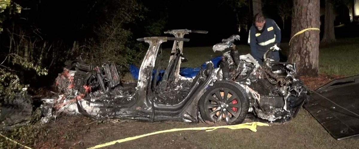 Tesla Model S убила двух пассажиров, врезавшись на автопилоте в дерево