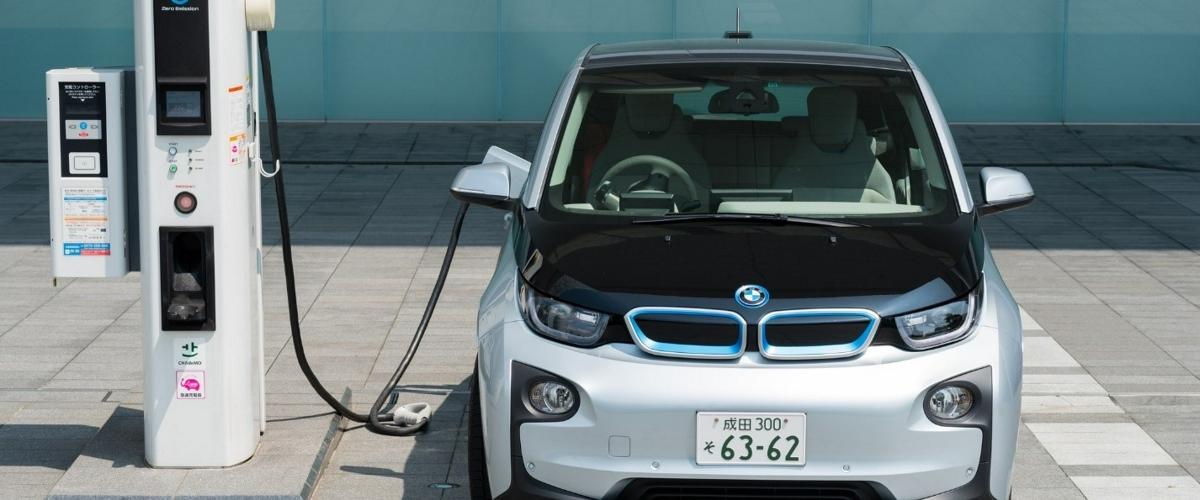 Исследование развенчало миф о равном вреде электрических и бензиновых машин