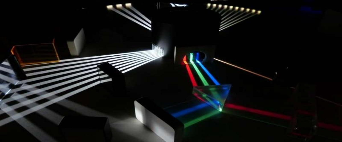 Физики впервые продемонстрировали обратный поток света